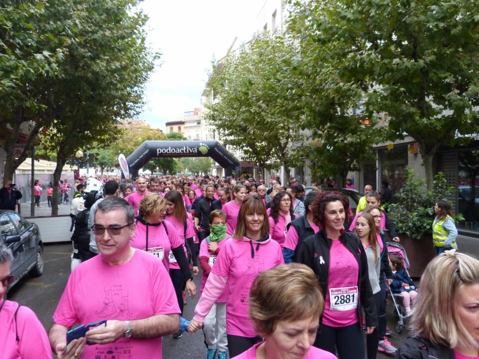 Huesca se viste de rosa en la carrera contra el cáncer